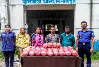 দিনাজপুরের  ফুলবাড়ীতে ৩২ কেজি গাজাসহ ৪ মাদক কারবারী  আটক